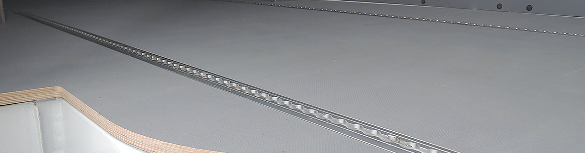 Рейки в 2 ряда на трёх стенах и в полу