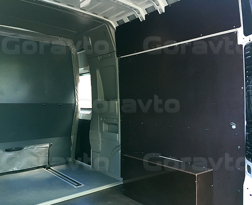 Обшивка грузопассажирского фургона Fiat Ducato ламинированной коричневой фанерой: Пол, стены и арки
