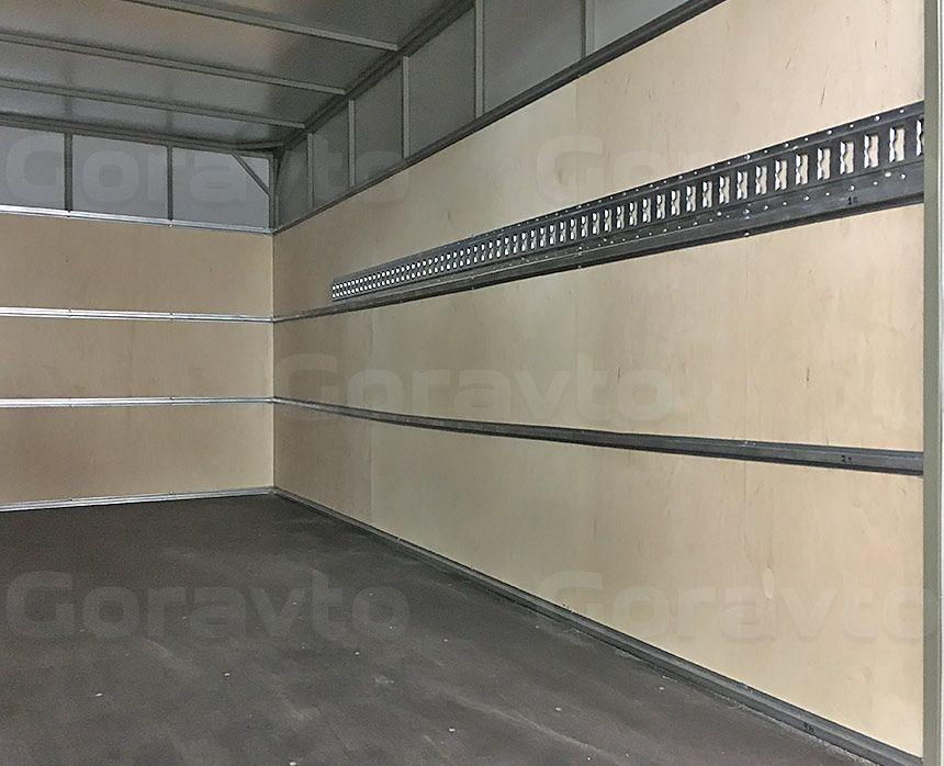 Установка такелажной рейки в промтоварный фургон: Стены
