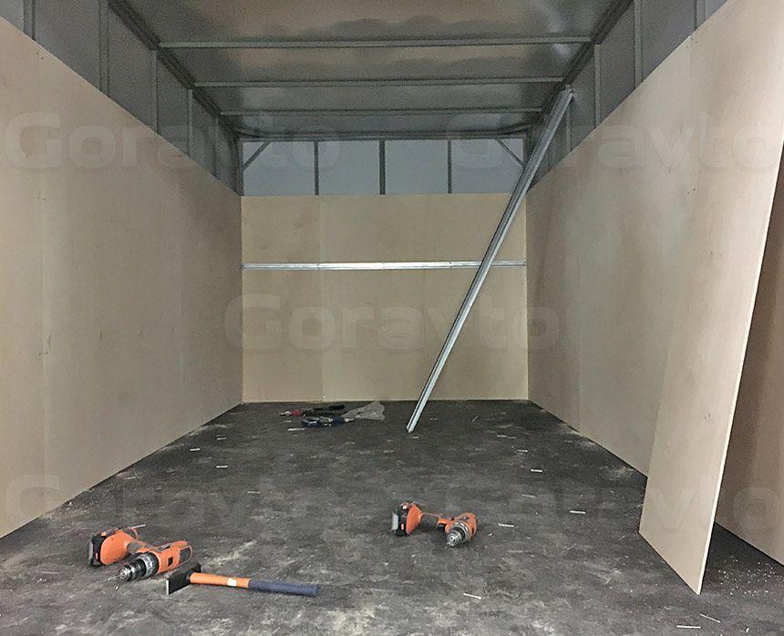 Обшивка промтоварного фургона берёзовой фанерой: Вид со стороны дверей