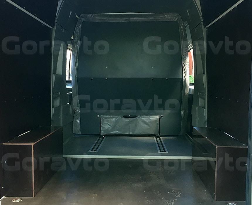Обшивка грузопассажирского фургона Fiat Ducato ламинированной коричневой фанерой: Вид со стороны задних дверей