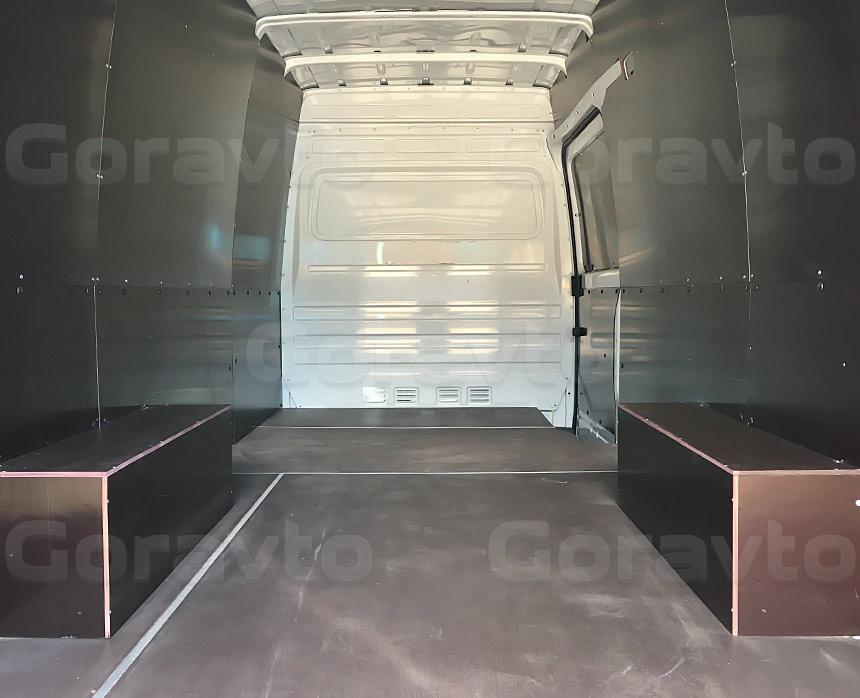 Обшивка фургона Mercedes-Benz Sprinter Classic коричневой ламинированной фанерой: Вид со стороны задних дверей