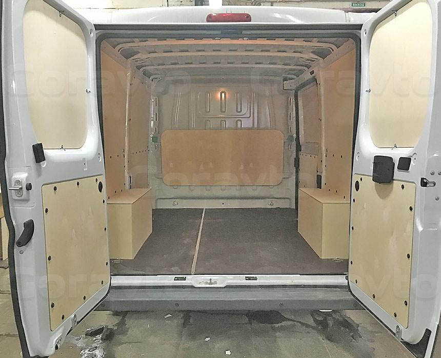 Обшивка фургона Fiat Ducato берёзовой и ламинированной фанерой: Задние двери, стены, пол, арки и перегородка