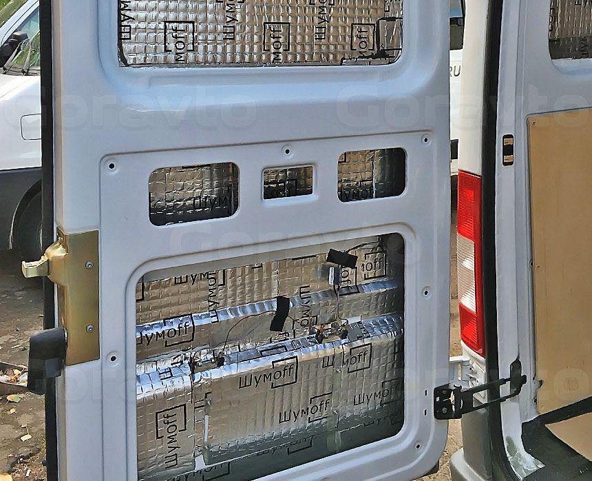 Виброизоляция фургона Mercedes-Benz Sprinter Classic: Оклейка дверей «Вибропластом»