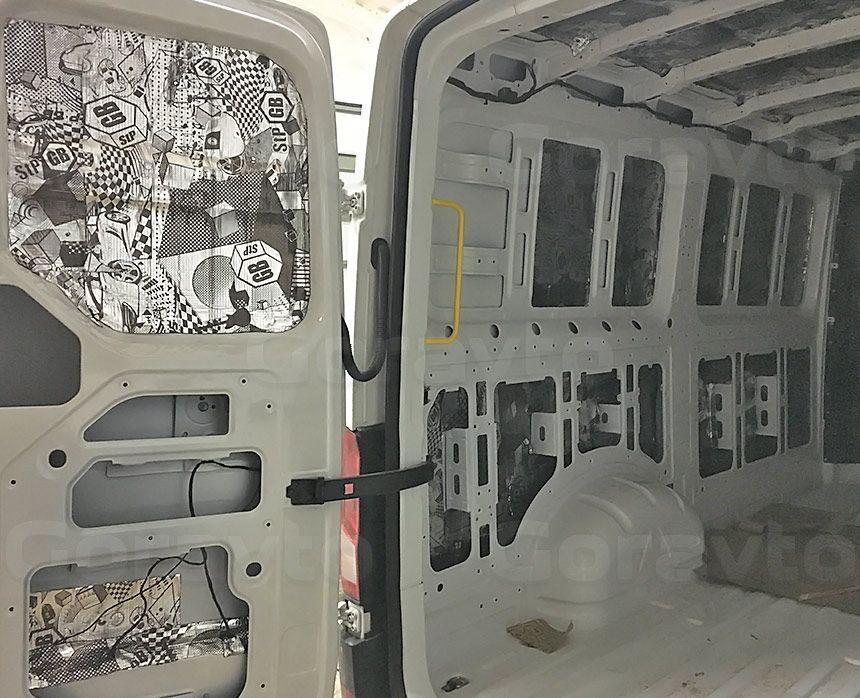 Виброизоляция фургона Volkswagen Crafter 2017: Виброизоляция дверей и стен