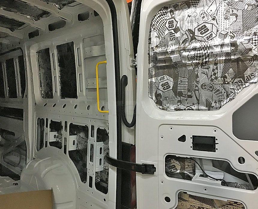 Виброизоляция фургона Volkswagen Crafter 2017: Виброизоляция стен и дверей