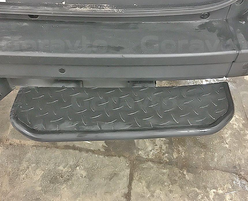 Установка фаркопа на фургон Volkswagen Crafter 2018: Подножка