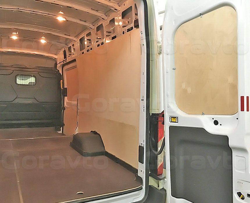 Обшивка фургона Ford Transit берёзовой и ламинированной фанерой: Стены, пол и двери