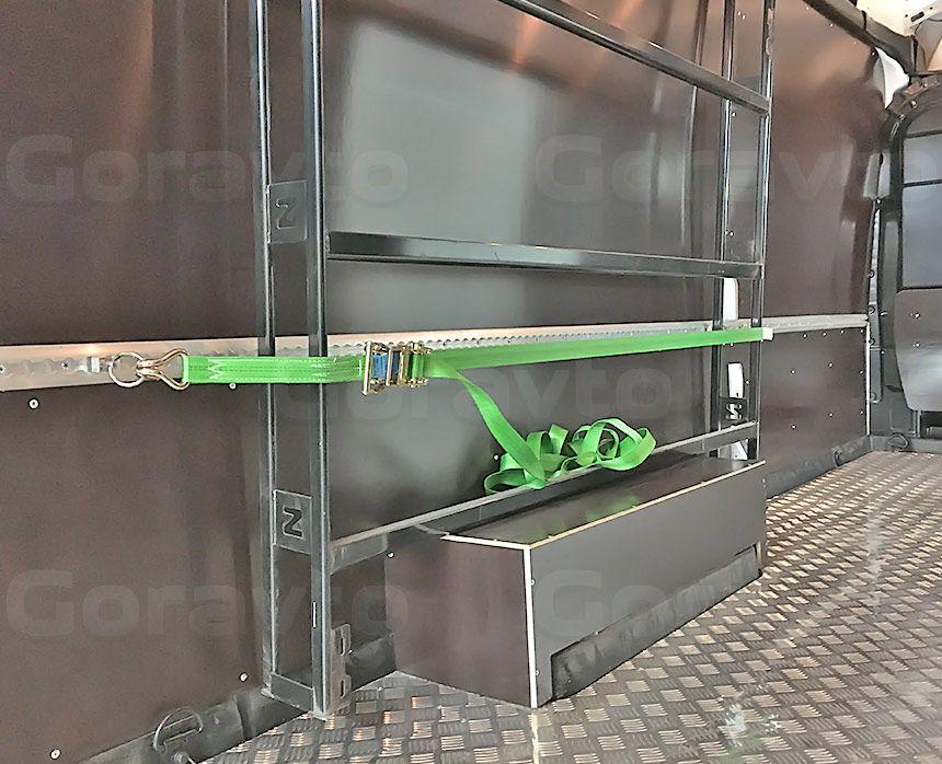 Установка такелажных реек в фургон Ford Transit: Такелажная рейка, ремень и стеллаж