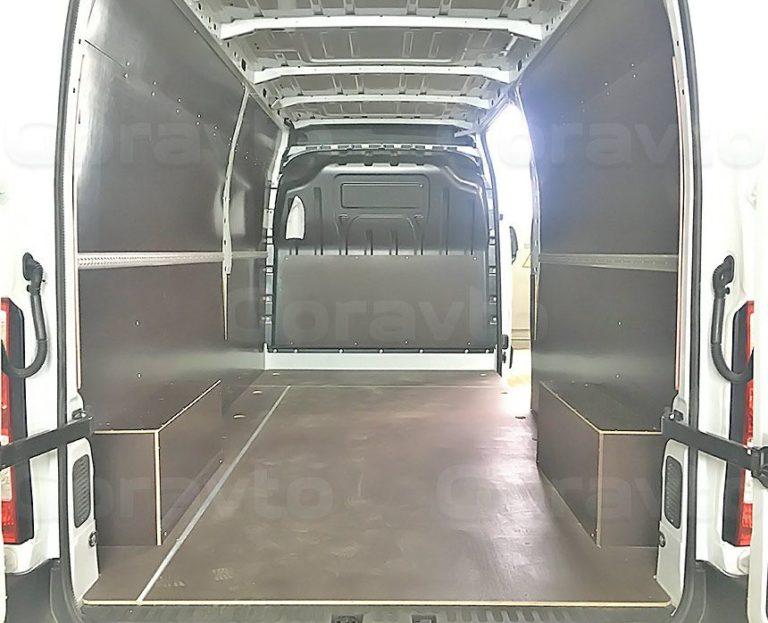 Обшивка фургона Renault Master ламинированной фанерой