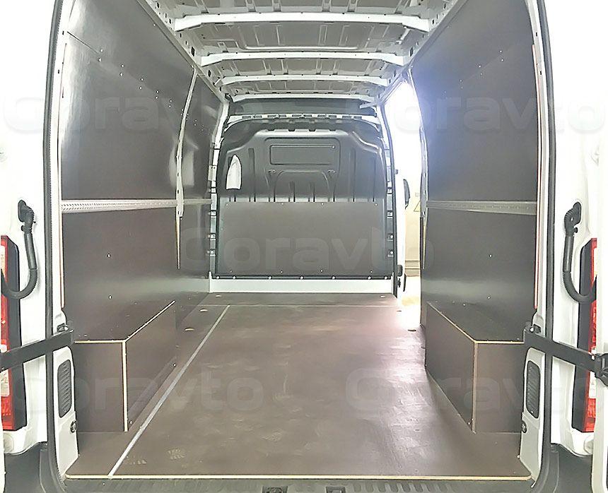 Обшивка фургона Renault Master ламинированной фанерой: Вид со стороны задних дверей