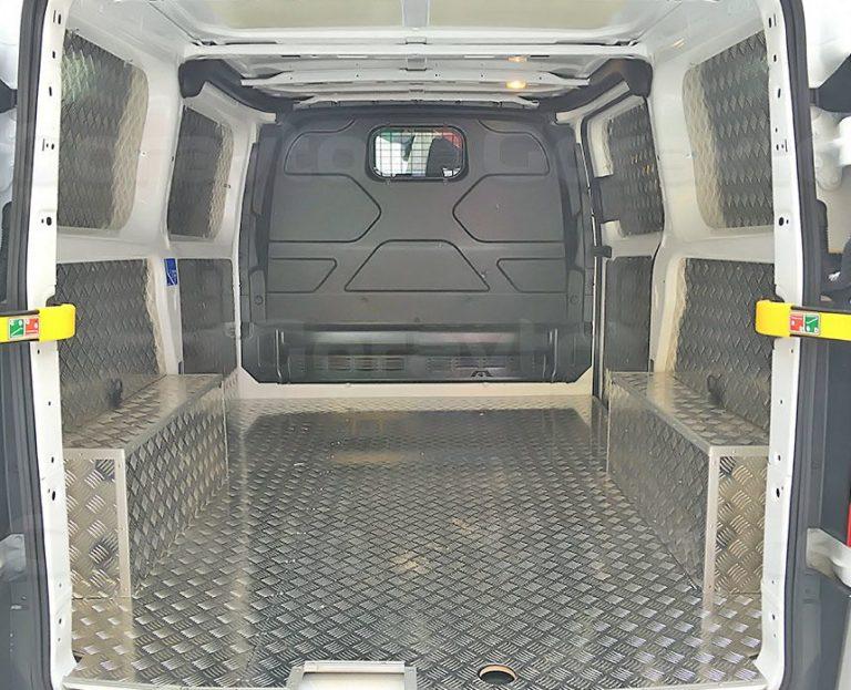 Обшивка фургона Ford Transit Connect алюминием с подложкой из фанеры