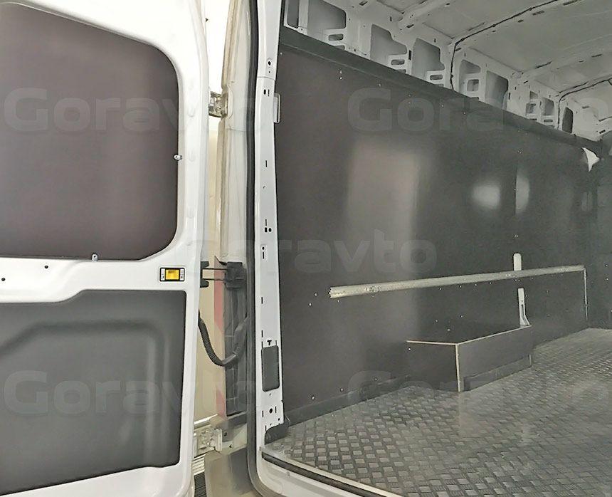 Обшивка большого фургона Ford Transit ламинированной фанерой: Задние двери, пол, стены и арки