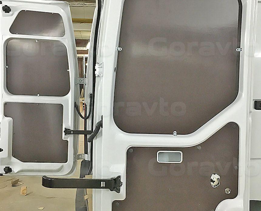 Обшивка фургона Renault Master ламинированной фанерой: Задние двери