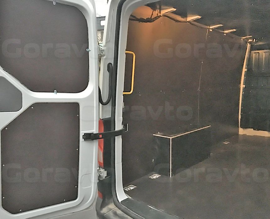 Установка обшивки в фургон Volkswagen Crafter: Арки, пол, стены и двери