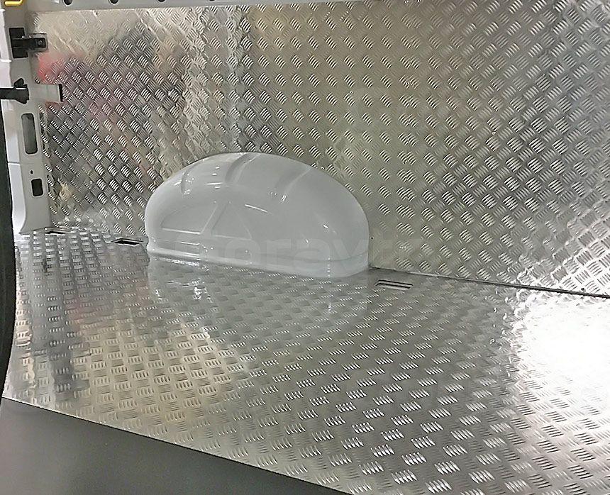 Установка алюминиевой обшивки в фургон Volkswagen Crafter: Пол и стены