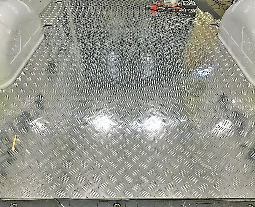 Установка алюминиевой обшивки в фургон Volkswagen Crafter: Пол