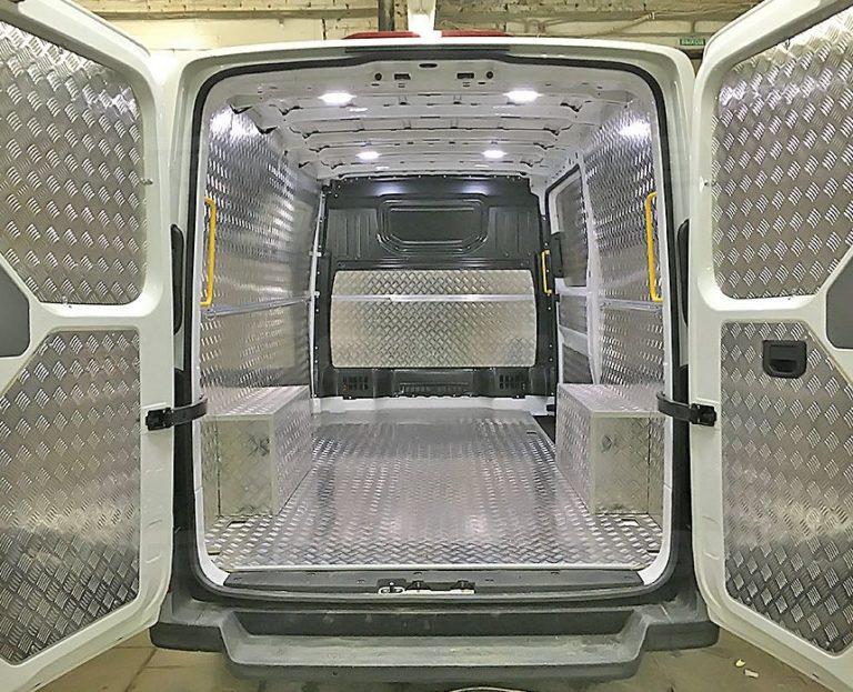 Установка алюминиевой обшивки в фургон Volkswagen Crafter