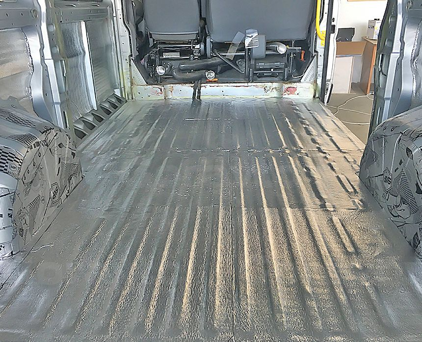Шумоизоляция грузового отсека фургона Peugeot Boxer: Пол и арки