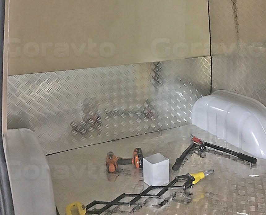 Мобильный шиномонтаж на основе фургона Mercedes-Benz Sprinter Classic: Процесс обшивки фургона фанерой с алюминием