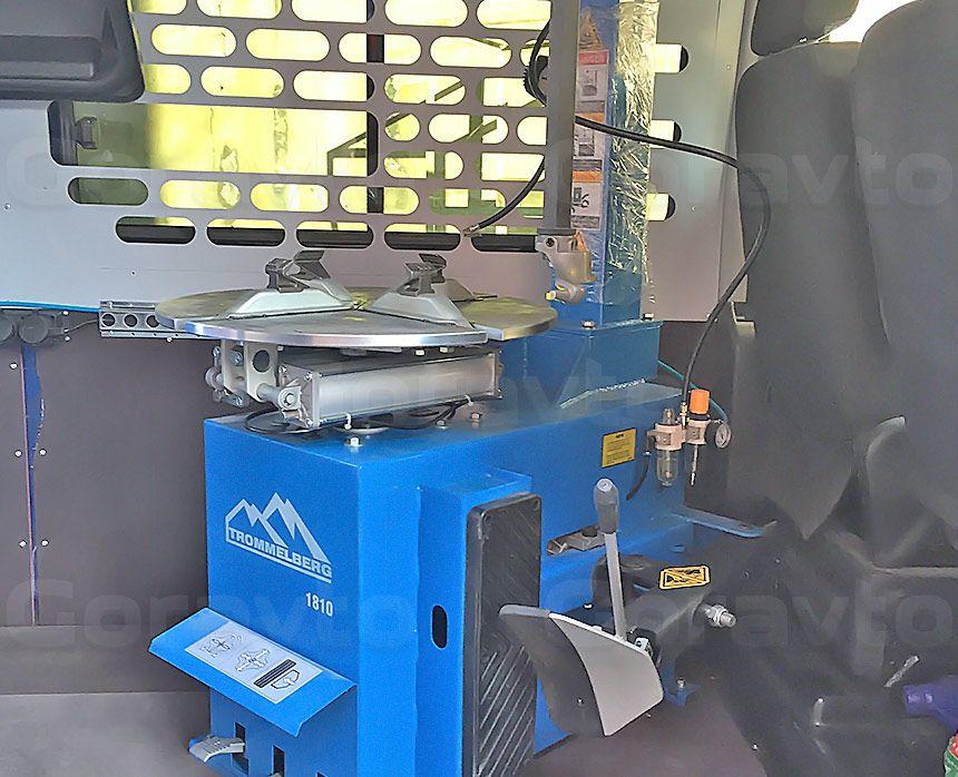 Мобильный шиномонтаж на основе фургона Fiat Ducato: Шиномонтажный станок