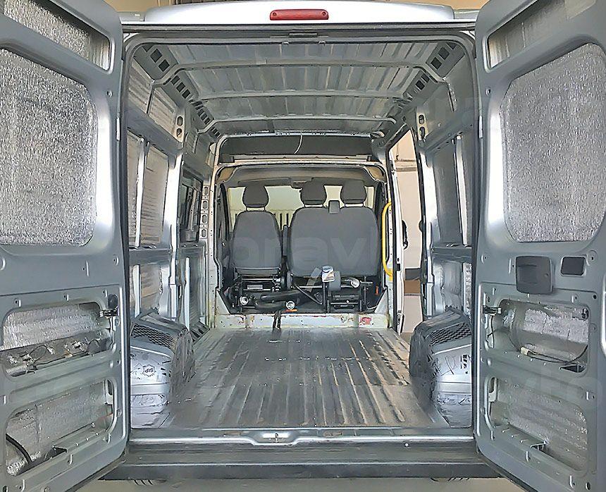 Шумоизоляция грузового отсека фургона Peugeot Boxer: Вид со стороны задних дверей