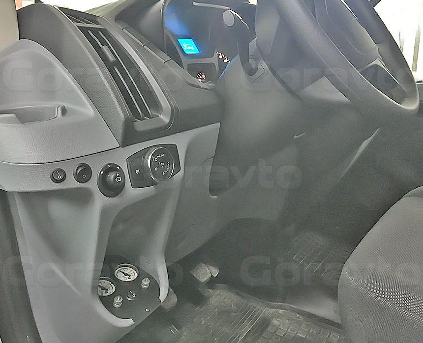 Пневмоподвеска для фургона Ford Transit: Элементы управления в салоне
