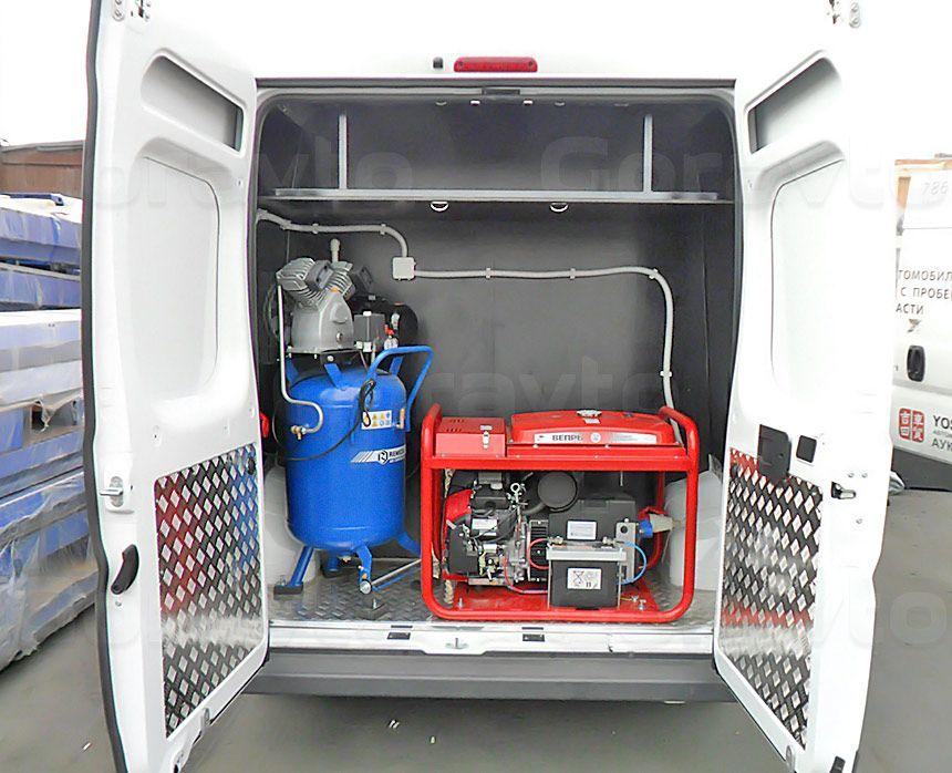 Мобильный шиномонтаж на основе небольшого фургона Fiat Ducato: Генератор и компрессор с выводом выхлопа