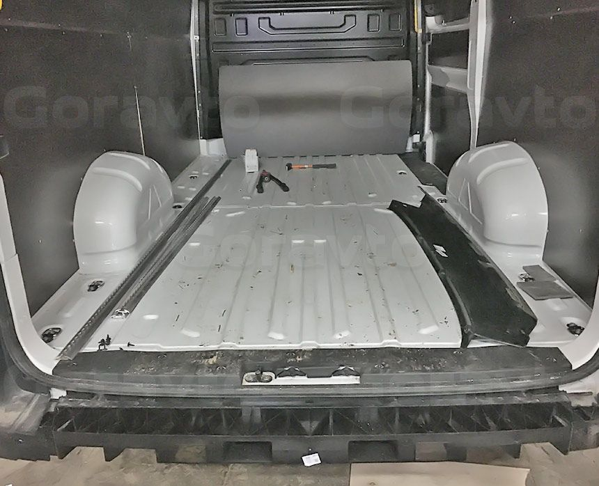 Установка парктроника на фургон Volkswagen Crafter: Подготовка пространства под бампером