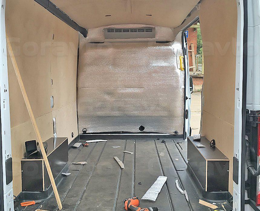 Утепление цельнометаллического фургона Ford Transit: Процесс монтажа обшивки