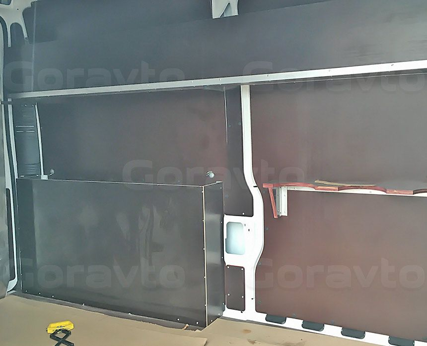 Автомобиль для перевозки электрогенераторов на основе Citroen Jumper: Собранные стеллажи и ящики
