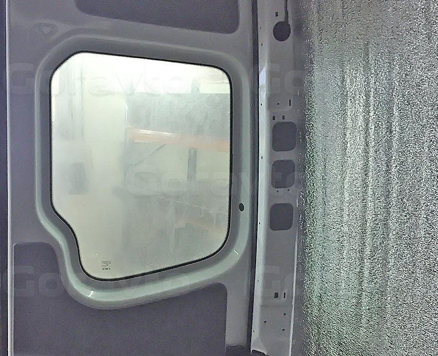 Утепление фургона Mercedes-Benz Sprinter: Стены и обшитые фанерой задние двери