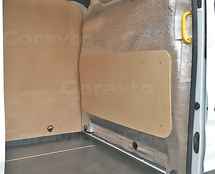 Утепление цельнометаллического фургона Ford Transit: Утеплённая и обшитая фанерой перегородка