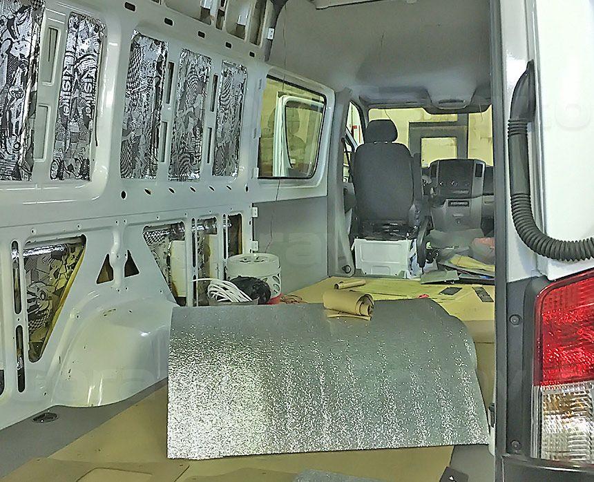 Автомобиль для перевозки мотоцикла на базе грузопассажирского Mercedes-Benz Sprinter: Виброизоляция грузового отсека с утеплением Мосфолом