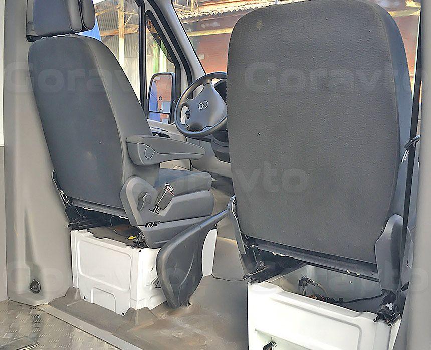 Автомобиль для перевозки мотоцикла на базе грузопассажирского Mercedes-Benz Sprinter: Замена сдвоенного пассажирского сиденья на одинарное