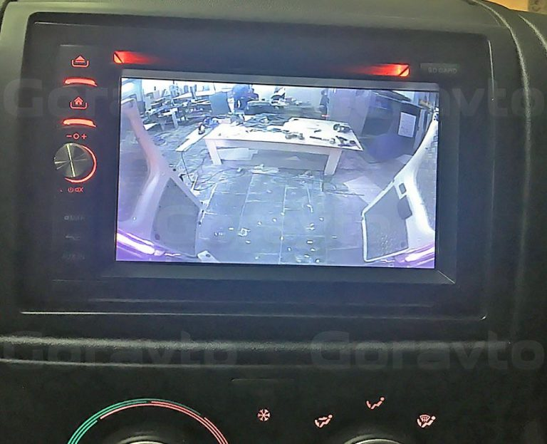 Установка камеры заднего вида в фургон Peugeot Boxer