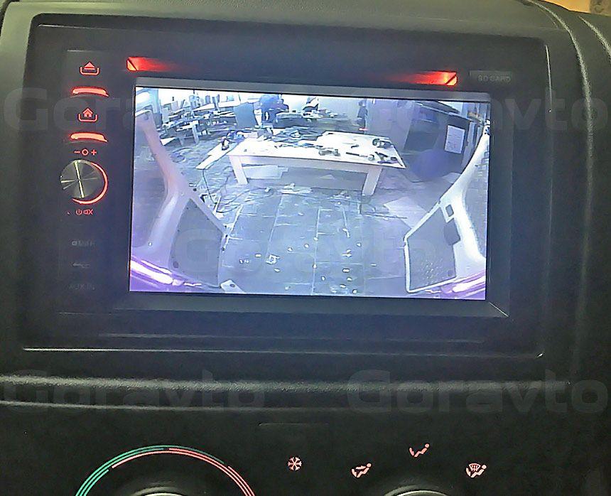 Установка камеры заднего вида в фургон Peugeot Boxer: Дисплей камеры заднего вида