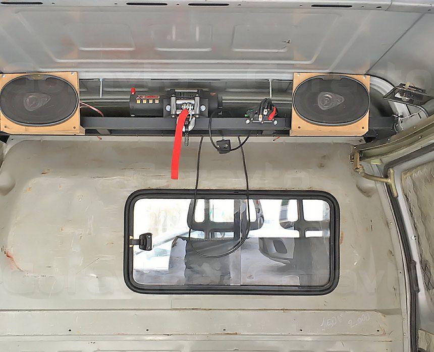 Автомобиль для охоты на основе фургона ГАЗ Соболь: Колонки в кузове фургона