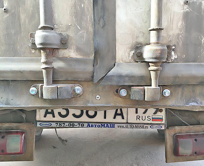 Ремонт рамы промтоварного фургона: Крепление зецепов двери