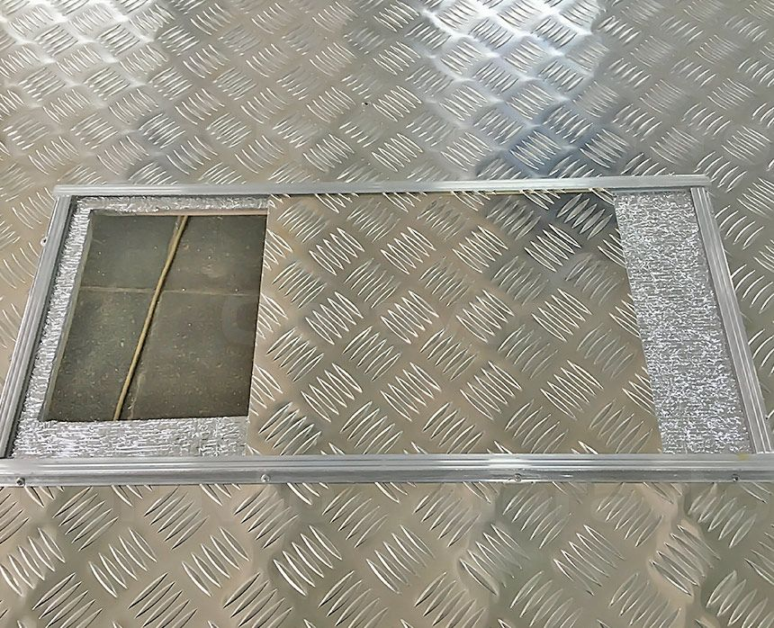 Автомобиль для охоты на основе фургона ГАЗ Соболь: Лючок под печку в открытом виде
