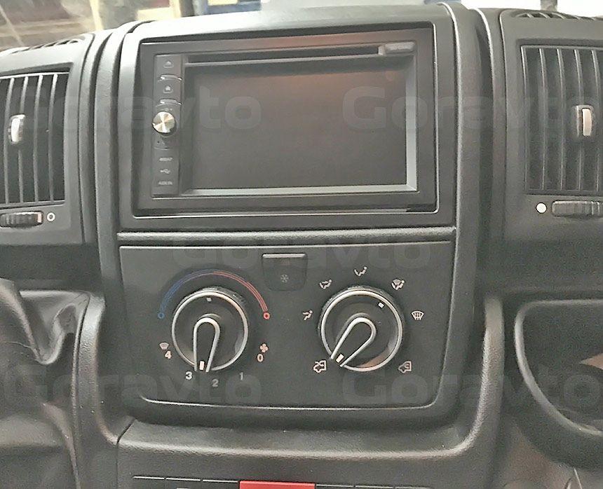 Установка камеры заднего вида в фургон Peugeot Boxer: Подключение камеры заднего вида к дисплею магнитолы