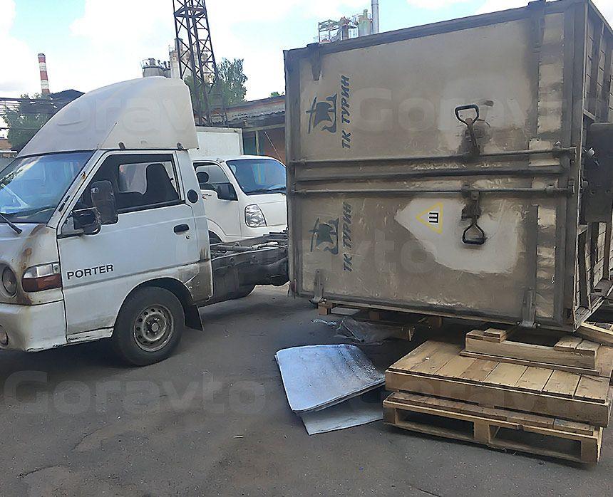 Ремонт рамы промтоварного фургона: Снятая будка фургона