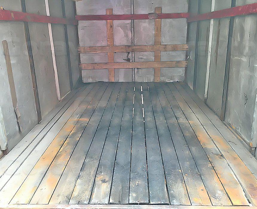 Ремонт рамы промтоварного фургона: Старый грузовой отсек