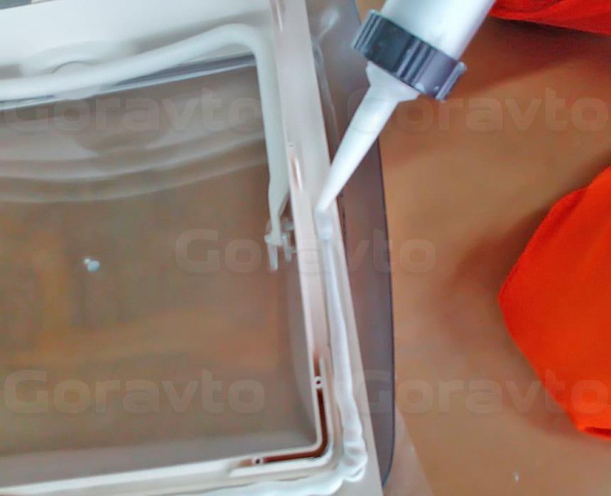 Установка люка в грузопассажирский фургон Fiat Ducato: Обработка люка перед установкой на крышу фургона