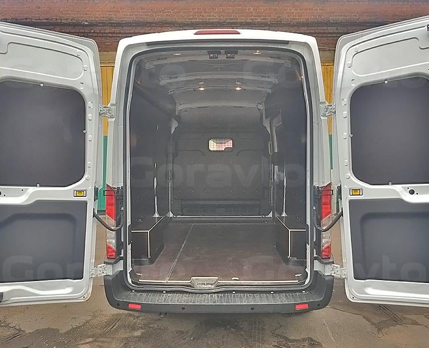 Обшивка фургона Ford Transit ламинированной фанерой: Обшитый фанерой фургон