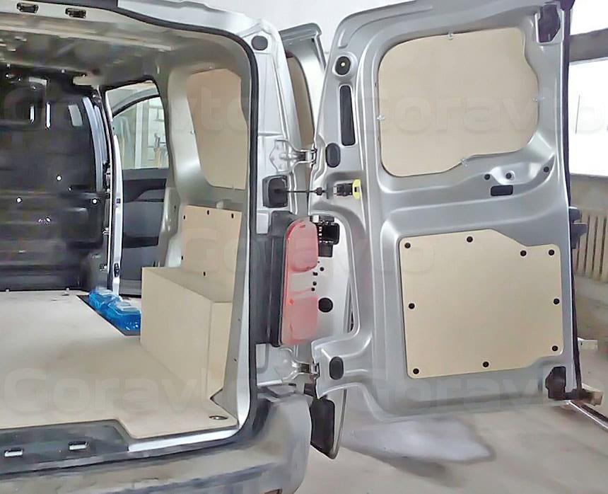 Обшивка фургона Peugeot Expert берёзовой фанерой: Обшивка стен, дверей и пола фургона
