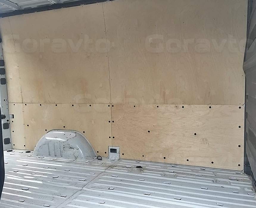 Обшивка фургона Iveco Daily фанерой: Обшивка стены фургона
