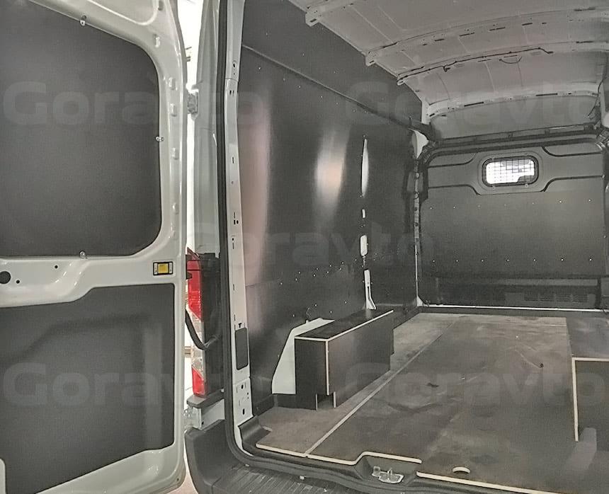 Обшивка фургона Ford Transit ламинированной фанерой: Обшивка задних дверей, пола и стен фургона