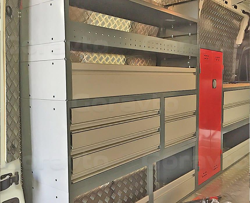 Мобильная мастерская на основе фургона Renault Master: Установка стеллажей для фургона