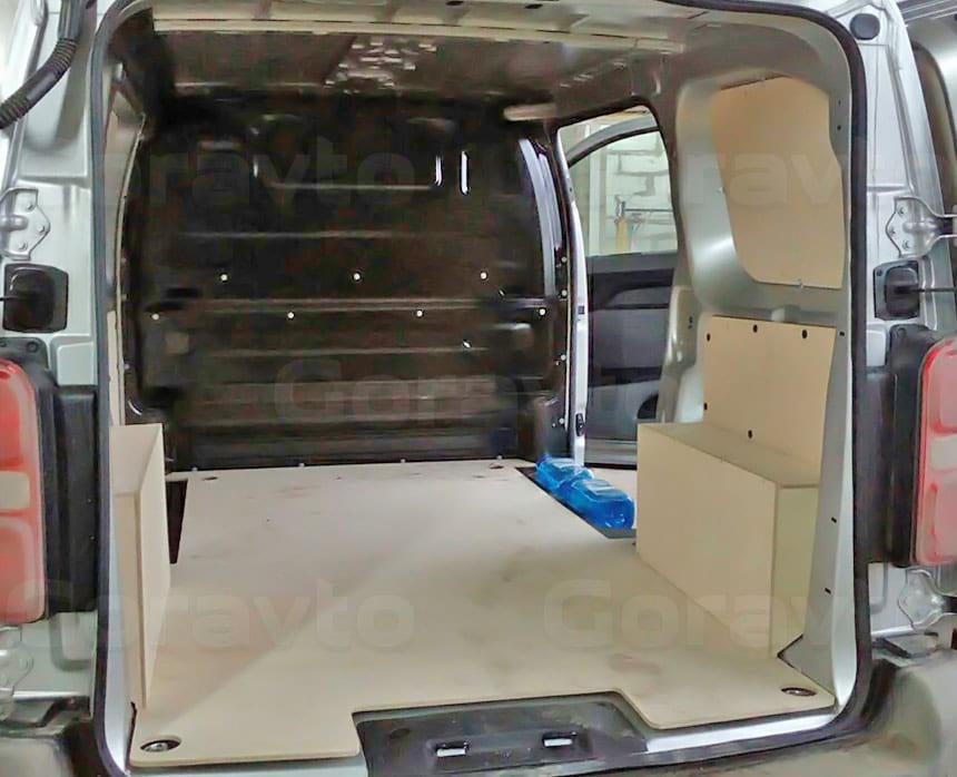 Обшивка фургона Peugeot Expert берёзовой фанерой: Вид со стороны задних дверей
